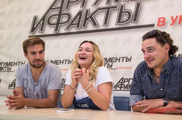По ходу конференции отвечали Женя и Лена Синельниковы, а также Петр Романов