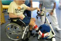 Федору Болатаеву нужно собрать 40 тысяч евро, чтобы восстановить согнутую после тяжелой комы ногу.