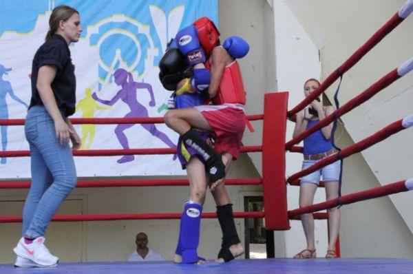 Весь день на нем проходили соревнования и показательные выступления по боксу, тайскому боксу, бои федерации кик-боксинга и ММА (смешанные боевые искусства).