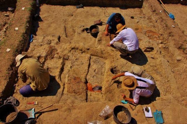 Археологи отыскали вБолгарии древнейший золотой артефакт вмире