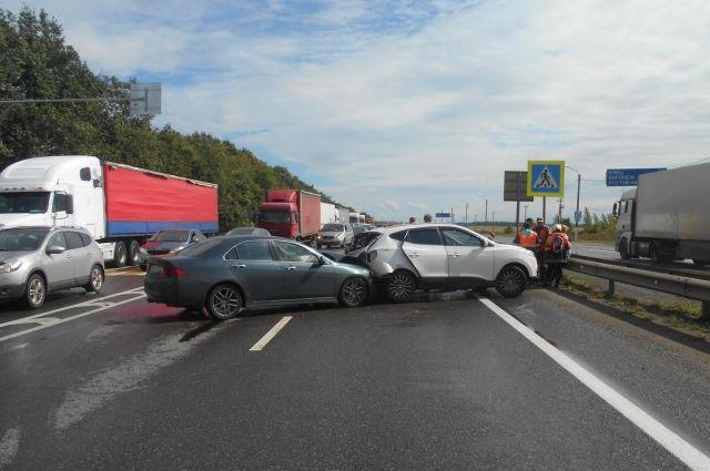 Семь человек пострадали вДТП натрассе М-4 вТульской области
