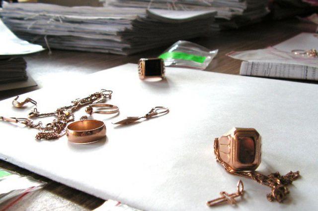 ВЯрославле девушка украла золотые украшения изквартиры знакомого