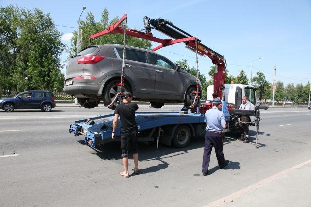 Стоящий наэвакуаторе автомобиль жителя Татарстана получил штраф запревышение скорости