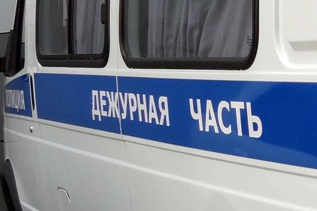 Полицейские на месте выясняли, кто виноват в аварии.