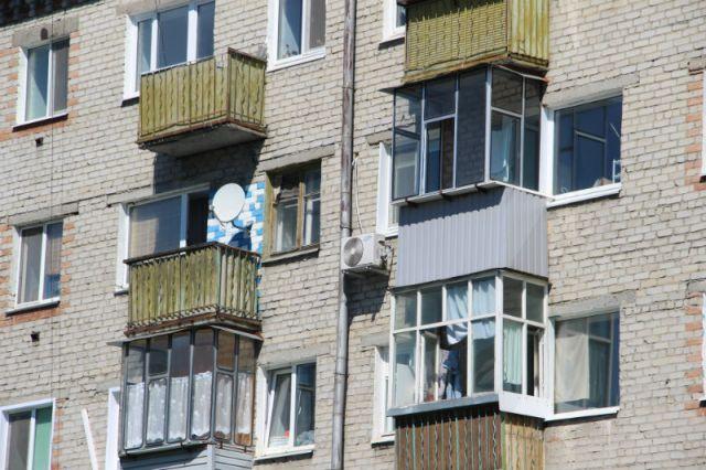 Никакое благоустройство не поможет, если фасады домов будут уродовать разномастные балконы.