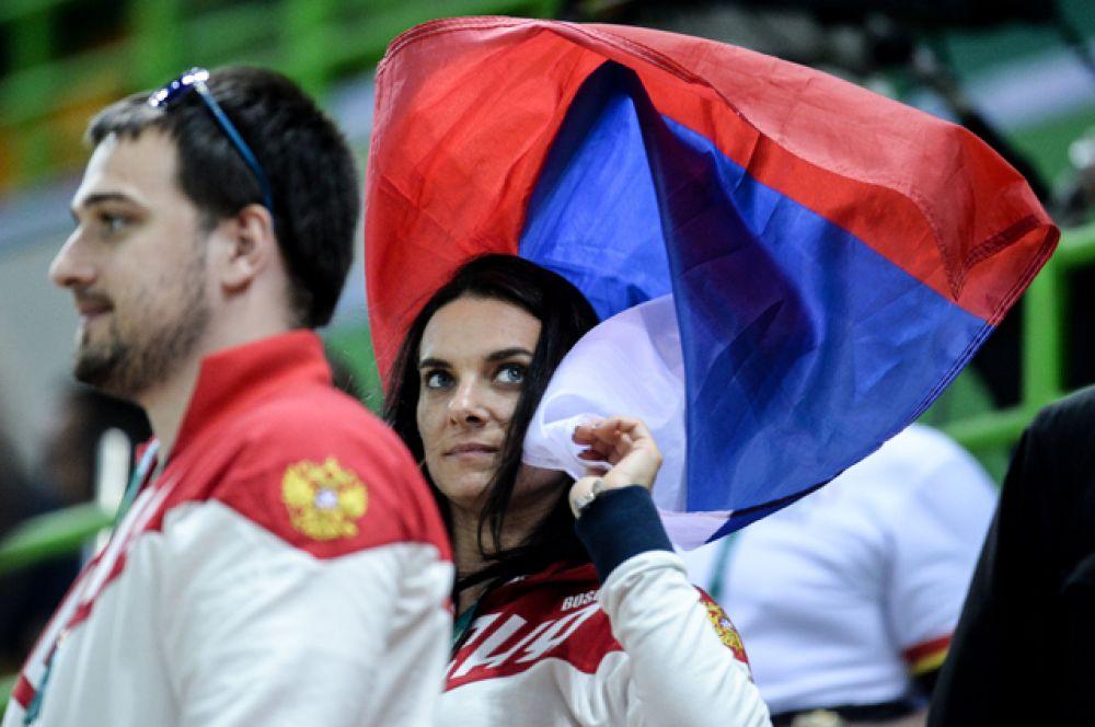Исинбаева также встретилась со спортсменкой Дарьей Клишиной и выразила ей свою поддержку.