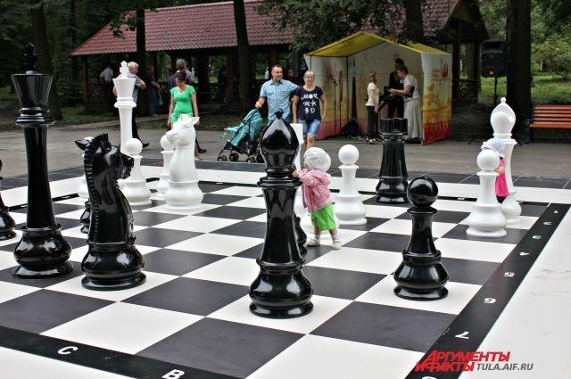 Большие шахматы в Центральном парке Тулы
