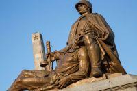 Памятник советским солдатам на кладбище в Варшаве.