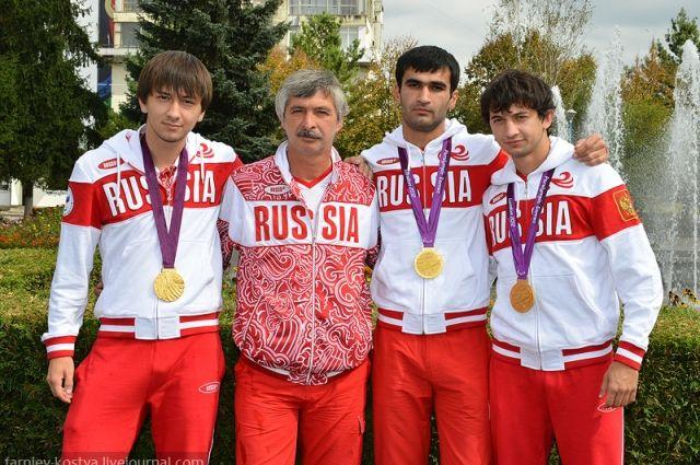 Команда по парафутболу. Асланбек Сапиев (слева) надеется выступить на Играх в Рио.