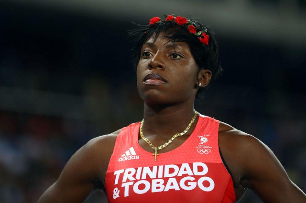 Украшения из цветов были замечены в прическе Спаркл Макнайт, легкоатлетки из Тринидад и Тобаго.