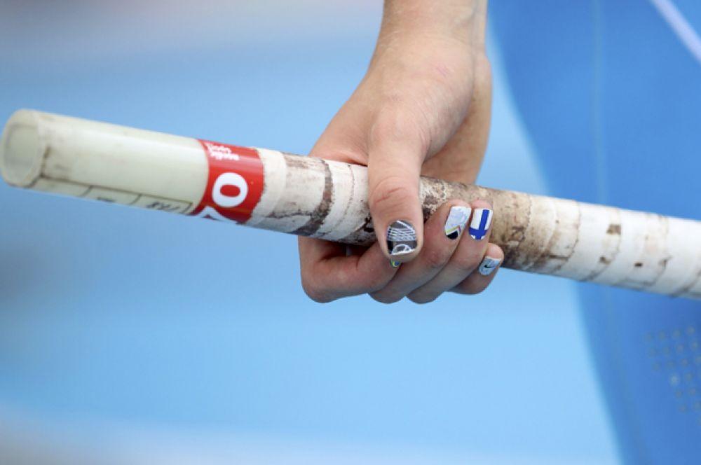 Многие спортсменки делают маникюр в цветах национального флага.
