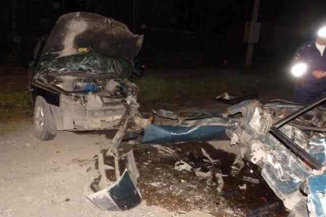 Семь человек пострадали при столкновении 2-х легковых авто вАлтайском крае