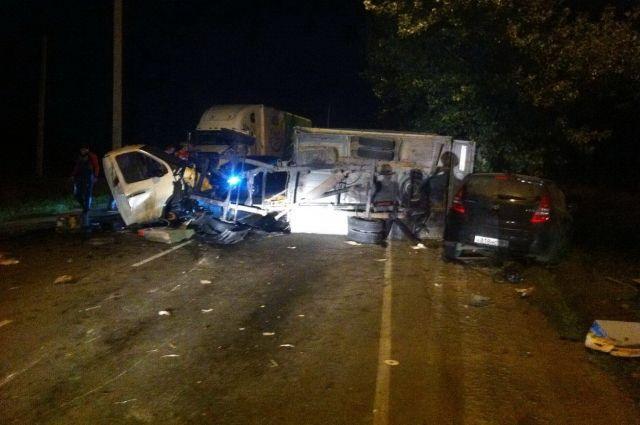 Двое погибли ипятеро пострадали втройном ДТП наДону