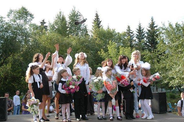 Жители Омска могут помочь собрать детей в школу.