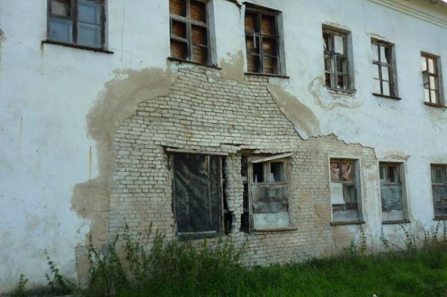Дома в Слободском нуждаются не просто в уходе - в ремонте.