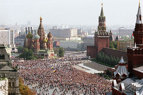 Митинг на Красной площади 22 августа 1991 года в ознаменование победы демократических сил в Москве после неудавшегося коммунистического путча.