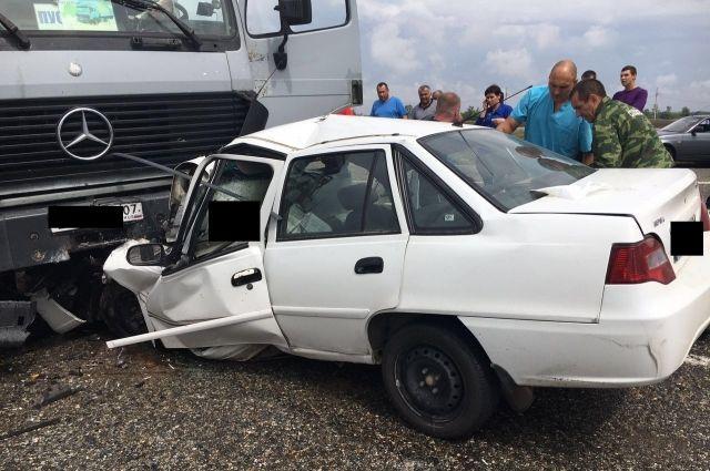 НаСтаврополье вДТП с грузовым автомобилем погибли 3 человека