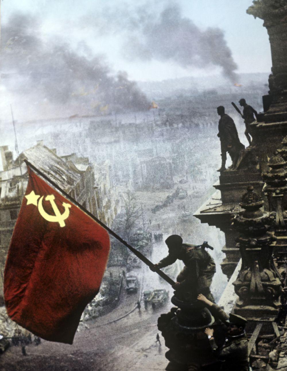 «Знамя Победы над Рейхстагом» («Красное знамя над Рейхстагом») — серия снимков советского военного корреспондента Евгения Халдея, сделанных на крыше здания полуразрушенного нацистского парламента. Фотографии этой серии являются одними из наиболее распространенных снимков Второй мировой войны.