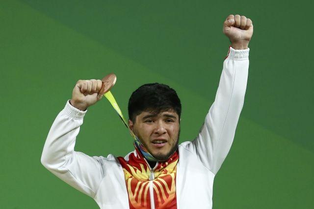 Киргизского штангиста лишили медали вРио из-за допинга