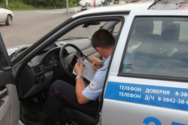 ВАрхангельске шофёр зажал дверью руку инспектору ГИБДД ипытался уехать