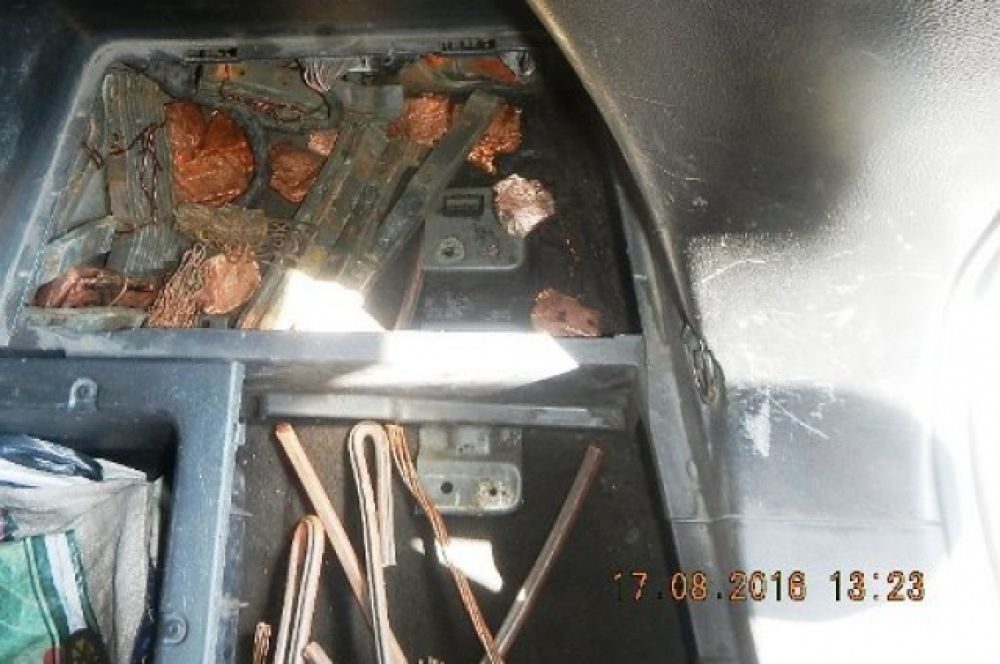 Более 178 килограммов прута из меди гражданин Украины спрятал в кузове своего автомобиля Chevrolet Captiva.