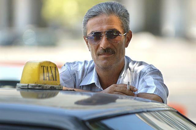Несмотря ни на что, такси всегда находят своих клиентов.
