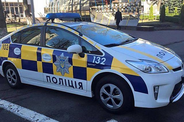 Неизвестный вНиколаеве ранил полицейского ибросил гранату под патрульный автомобиль