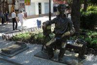 Памятник Александру Ханжонкову в Ялте.