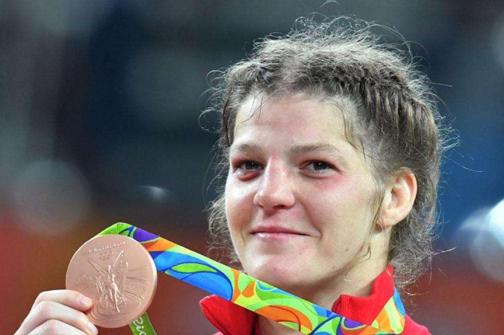 Екатерина Букина завоевала бронзовую медаль в соревнованиях по вольной борьбе среди женщин в весовой категории до 75 кг.