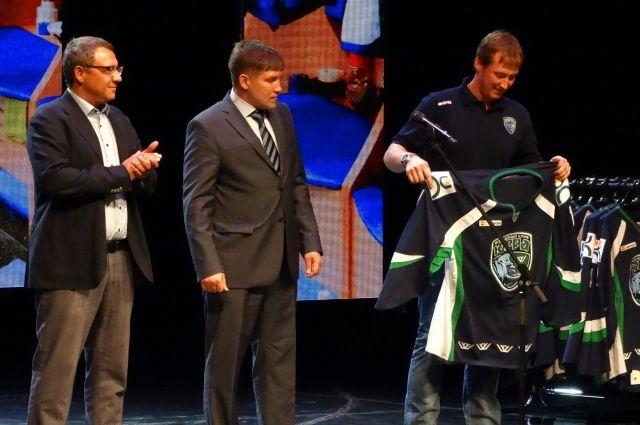 Комарова пришла напрезентацию улучшенного ХК «Югра» перед стартом нового сезона КХЛ