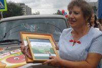 Жительница Минусинска, вырастившая самый большой помидор, в подарок получила автомобиль.