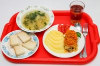 Питание в оздоровительных лагерях все чаще вызывает вопросы.