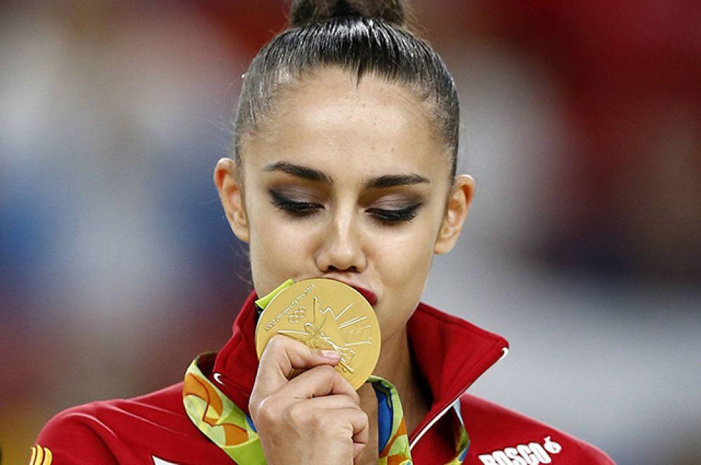 Маргарита Мамун завоевала золотую медаль в личном многоборье соревнований по художественной гимнастике на Играх-2016.