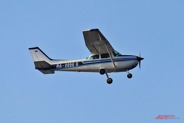 Американский легкомоторный четырёхместный многоцелевой самолёт Cessna-172.