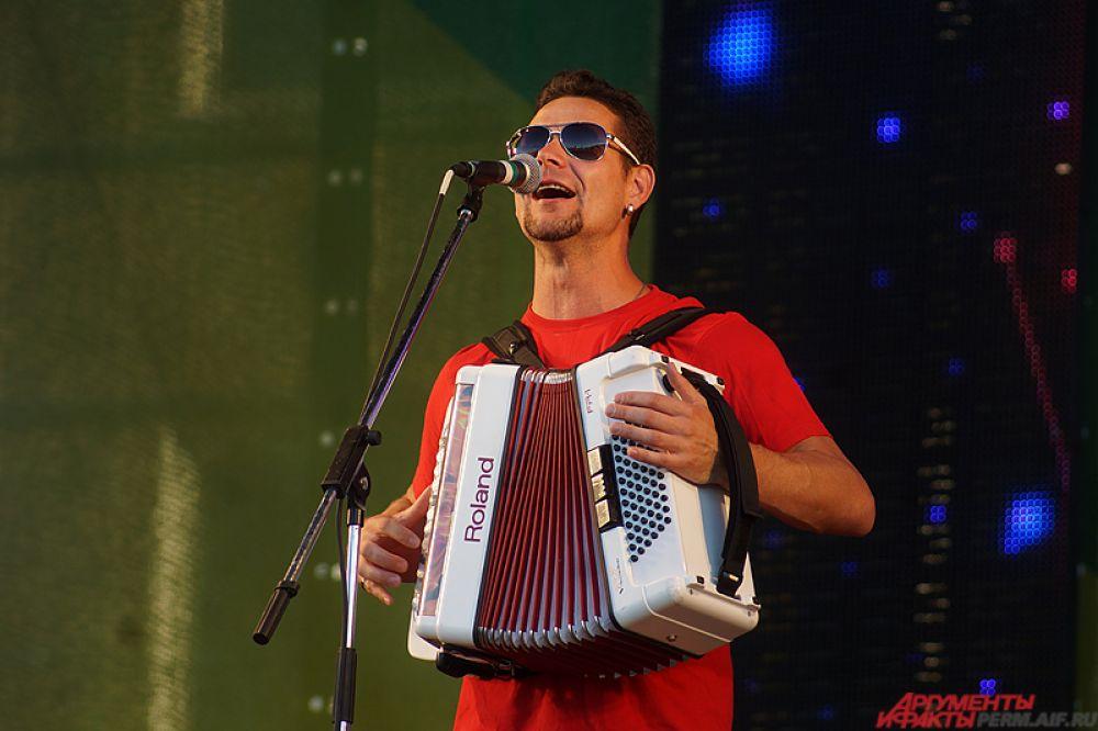 На сцене выступил музыкальный коллектив «Волга-Волга».