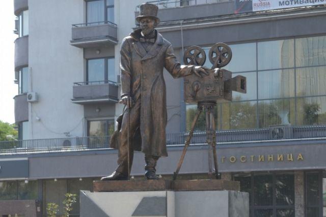 заказать памятник на могилу в москве недорого