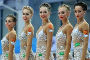 Российские гимнастки стали лучшими в групповых упражнениях.