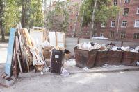 Сотрудники мусорных компаний часто мстят таким образом владельцам неправильно припаркованных машин.