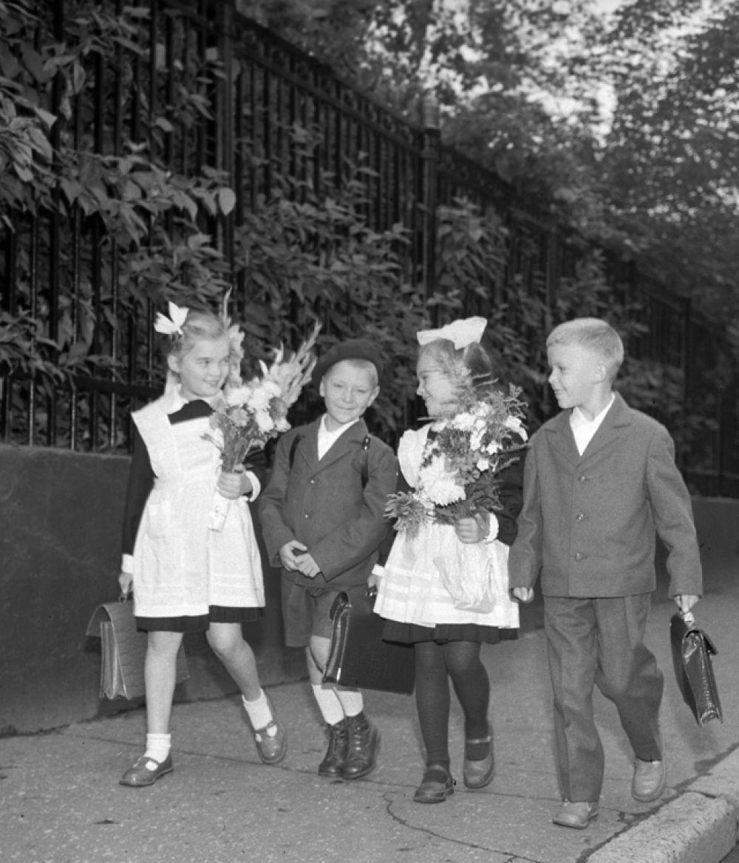 Первоклассники в День знаний, 1960 год.