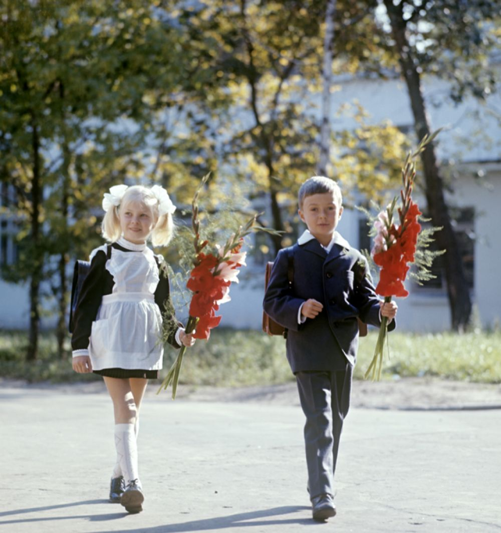 Первоклассники 1-го сентября в День знаний, 1974 год.