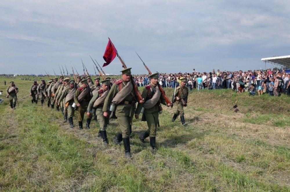 В ходе боя  реконструкторы использовали почти 12,5 тысячи холостых патронов.