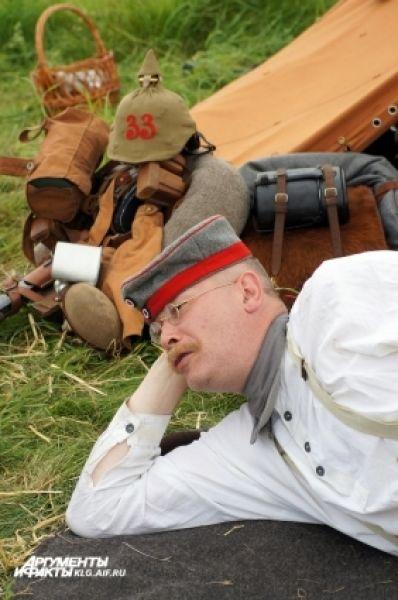 Солдат на отдыхе перед боем.