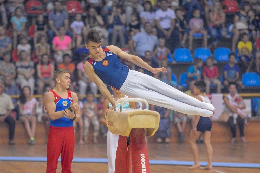 Будущие звезды спортивной гимнастики