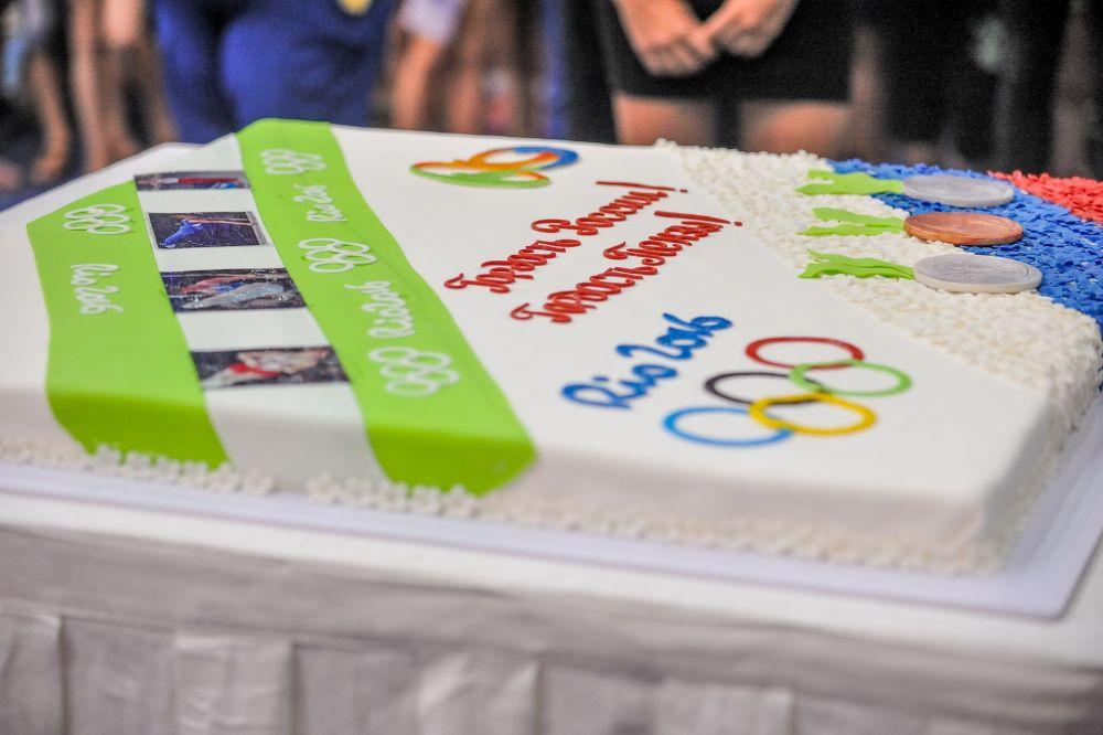 По кусочку торта на каждого...