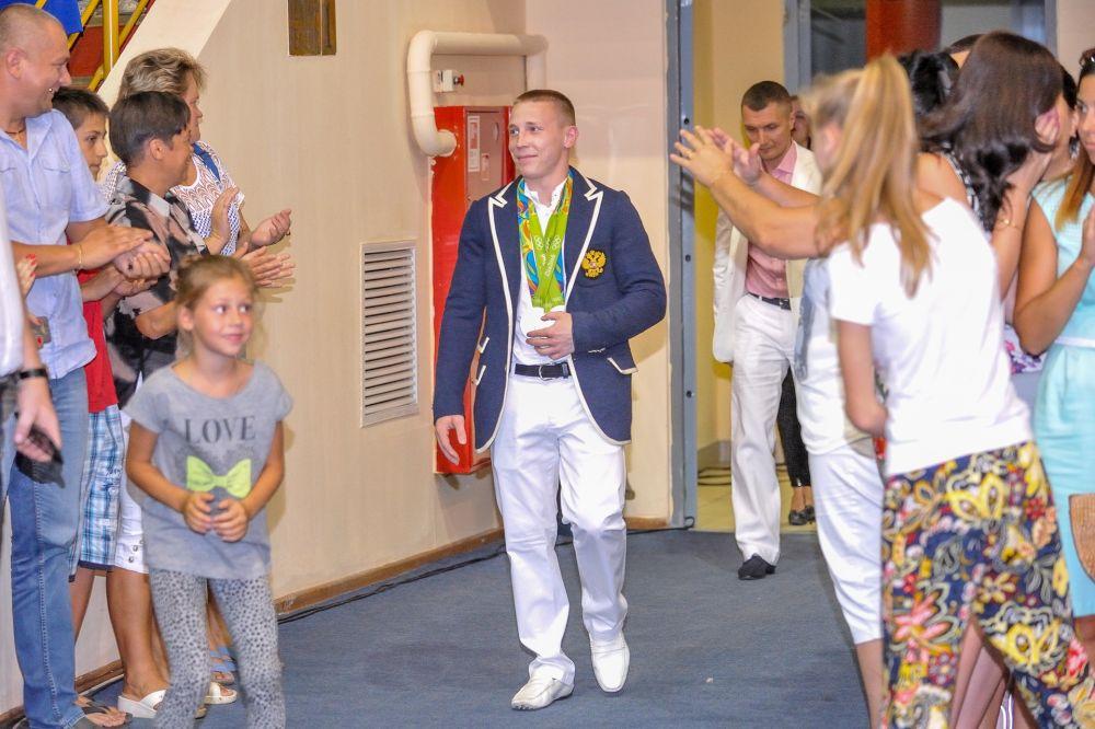 Дениса Аблязина встречают овациями