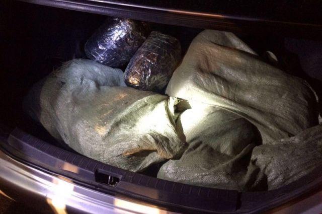 Стражи порядка обнаружили в багажнике владельца машины.