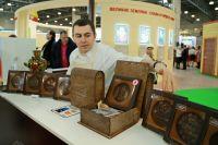 Алексей Неизвестных презентует свои пряники.