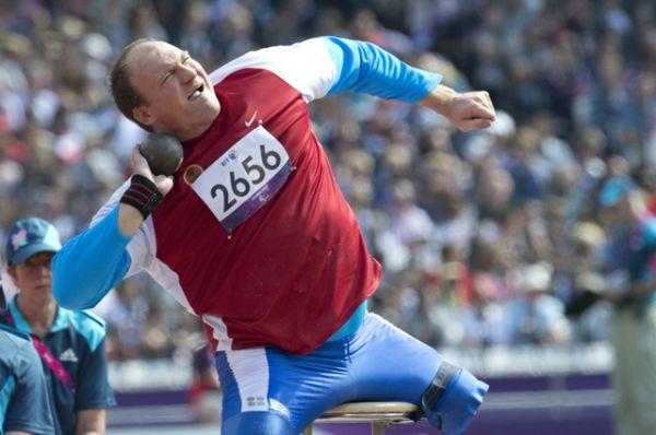 Алексей Ашапатов — чемпион и рекордсмен летних Паралимпийских игр 2008 и 2012 годов, чемпион мира, чемпион Европы, десятикратный чемпион России по легкой атлетике.