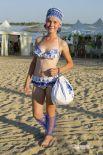 Лучшим пляжным нарядом выбран  купальник с мотивами гжели и народными головными уборами. Его представила команда из двух участниц.