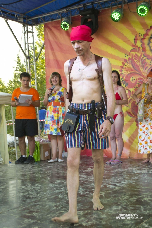 Вызов на создание лучшего пляжного наряда в Волгограде приняли не только представительницы слабого пола.